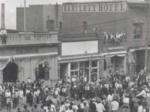 2009.13.42 Loy 42 - Bartlett Hotel in Jerome